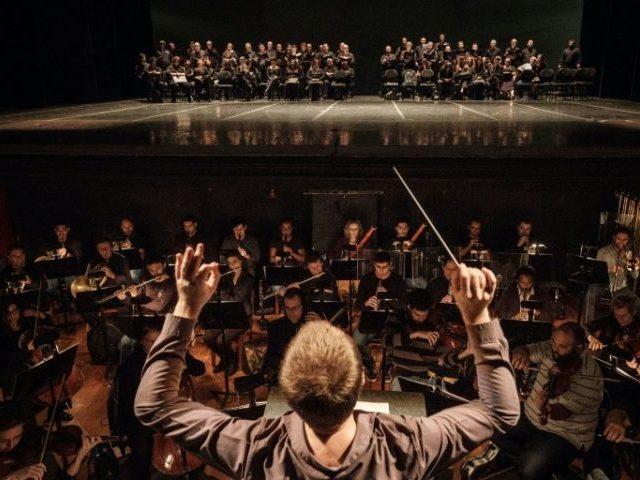 Rio de Janeiro's Theatro Municipal symphony orchestra reheases on June 14, 2017