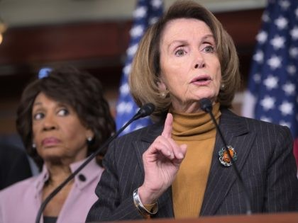 Pelosi: Maxine Waters Shouldn't Apologize for Comments to MN Protesters