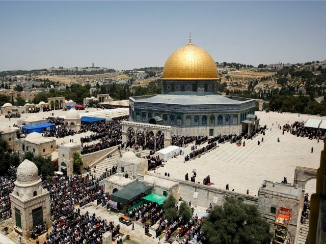 Israeli police clash with Palestinians at Jerusalem shrine