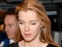 NEW YORK, NY - APRIL 02: Actress Betty Gilpin rings The NYSE Opening Bell at New York Stock Exchange on April 2, 2015 in New York City. (Photo by Ben Gabbe/Getty Images)