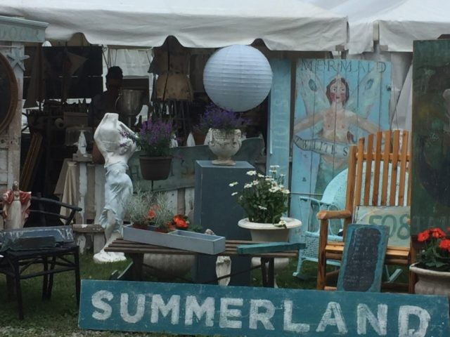 Brimfield massachusetts a tiny town that turns into a for Brimfield flea market