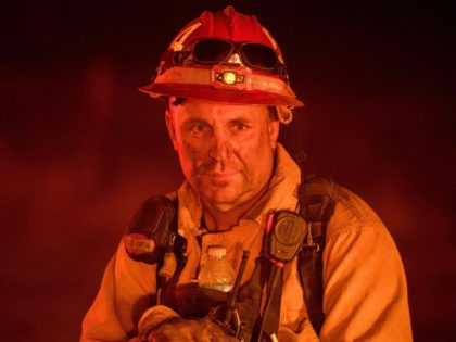 Detwiler Fire near Yosemite firefighter (Josh Adelson / AFP / Getty)