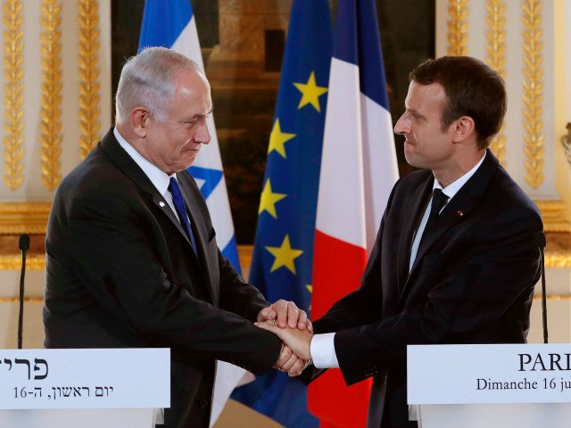 French President Emmanuel Macron (R) and Israeli Prime Minister Benjamin Netanyahu (L) shake hands at the end of a joint press conference at the Elysee Palace in Paris, on July 16, 2017. / AFP PHOTO / POOL / STEPHANE MAHE (Photo credit should read STEPHANE MAHE/AFP/Getty Images)