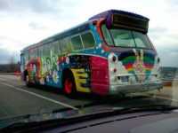Hippie love bus (frankieleon / Flickr / CC)