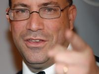 Jeff Zucker of CNN points (Brad Barket / Getty for Reebok)