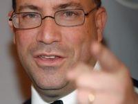 Jeff Zucker of CNN points (Brad Barket / Getty for Reebok)