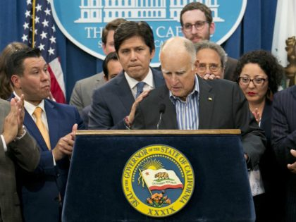 Jerry Brown cap-and-trade (Rich Pedroncelli / Associated Press)