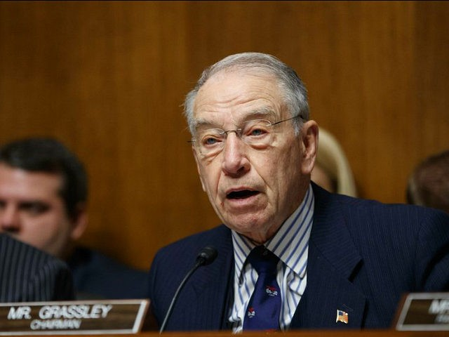 Grassley to call former Trump campaign chairman before Senate committee