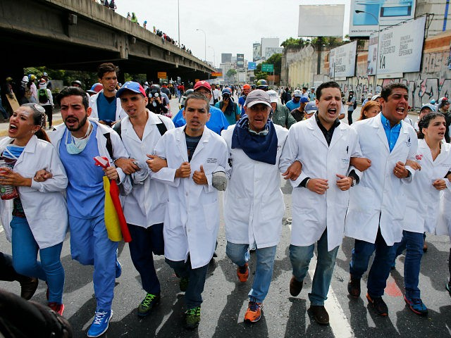 UN Calls on Venezuela to Respect Protestors as Asylum Requests Soar