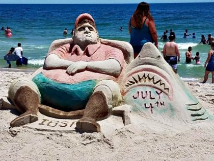 inspired-by-beachgate-artists-made-a-sand-sculpture-of-chris-christie-lounging-on-the-jersey-shore @JSHurricaneNews
