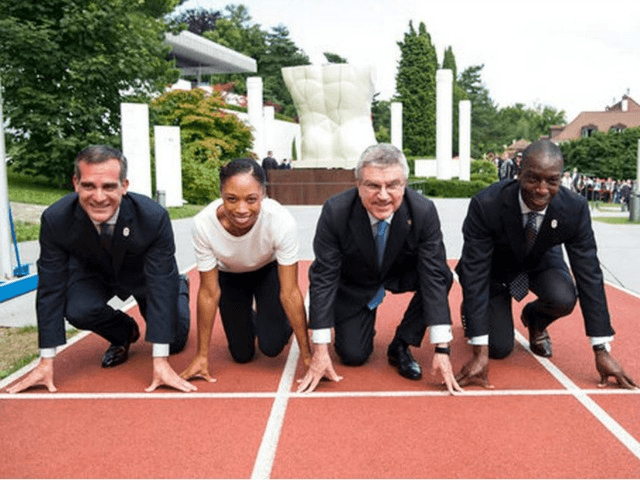 From left to right, Eric Garcetti, Mayor of Los Angeles, Allyson Felix, US Sprinter, International Olympic Committee, IOC, President Thomas Bach from Germany, and Michael Johnson, former US Sprinter, pose on the 200m track during a visit of the Los Angeles 2024 Candidate City delegation, at the Olympic Museum, in …