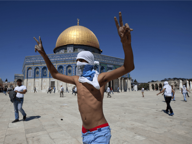 All Signs Of Apocalypse Coming Together During Friday Prayer At Temple Mount At Friday Gathering Today (Video)