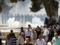 Two Dozen Palestinians Wounded in Fresh Clashes Over Temple Mount