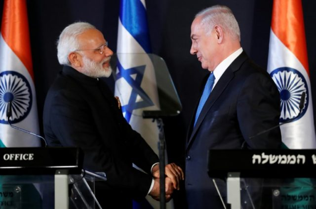 Indian Prime Minister Narendra Modi (L) shakes hands with Israeli counterpart Benjamin Netanyahu during a press conference in Jerusalem on July 5, 2017