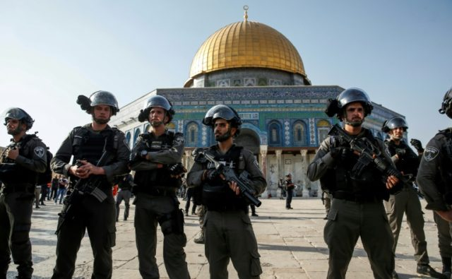 Border Policewoman hurt in Jerusalem as tensions flare on Temple Mount