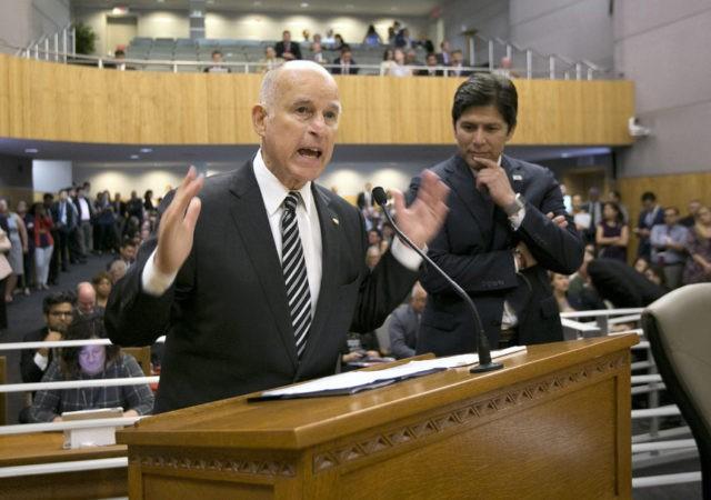 Jerry Brown, Kevin de Leon