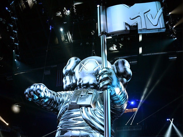 MTV Invites Transgender Troops To VMAs; Hillary Clinton Agrees Ban Is