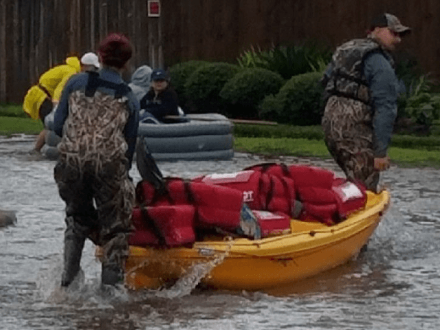 Pizza Hut workers deliver pies by kayak to Hurricane Harvey victims
