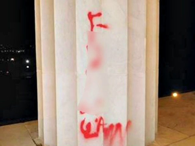Lincoln Memorial Defaced by Vandal