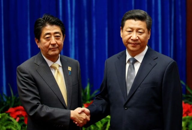 In September last year, Xi Jinping (R) and Shinzo Abe (L) agreed that they would restart talks to jointly develop resources in the East China Sea