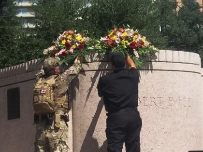 Flowers on Lee pedestal Save the Monument Rally 091617