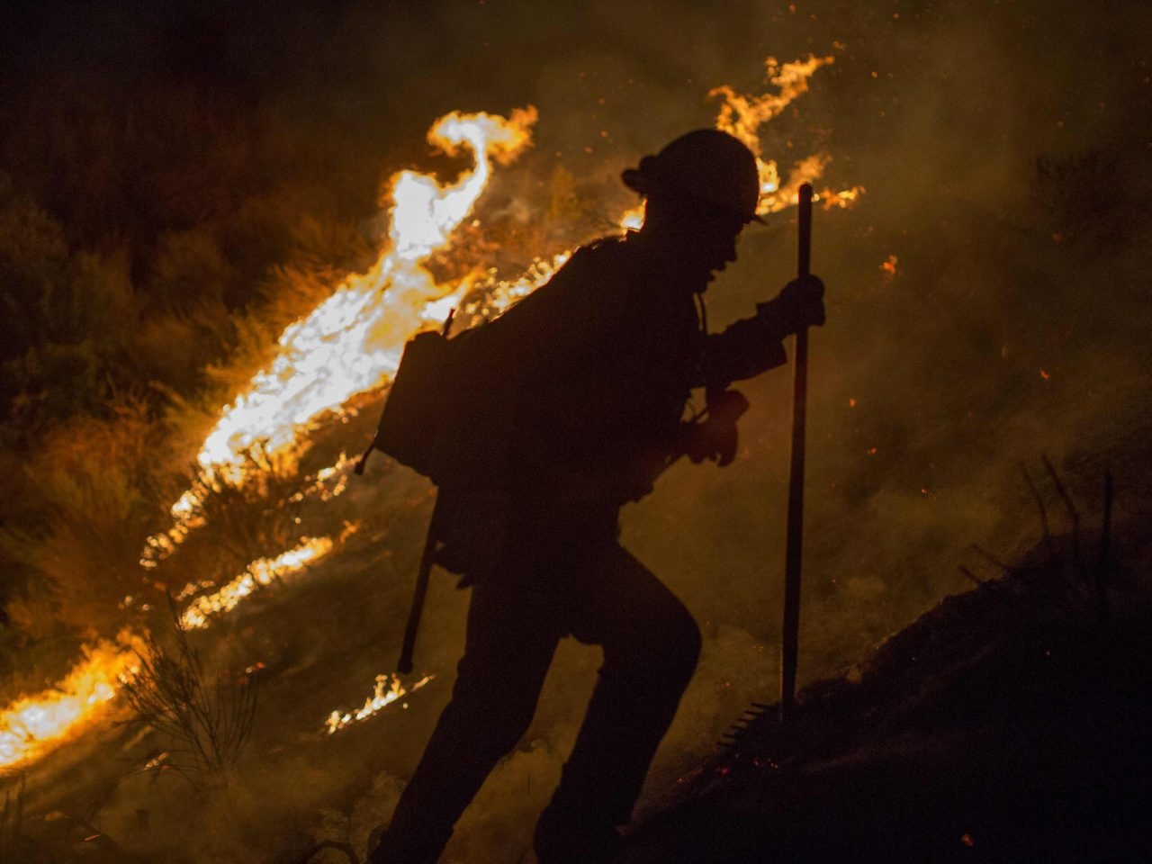 La Tuna Fire: Over 1,000 Firefighters Battling Largest in ...
