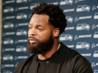 Seahawks DE Michael Bennett: Jerry Jones Threat to Sit Kneelers 'Reminded Me of the Dred Scott Case'