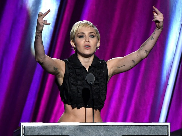 Miley Cyrus speaks onstage during the 30th Annual Rock And Roll Hall Of Fame Induction Ceremony at Public Hall on April 18, 2015 in Cleveland, Ohio. (Photo by Mike Coppola/Getty Images)