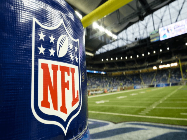 5 Stupid Arguments in Favor of the NFL Protests of the National Anthem - Breitbart