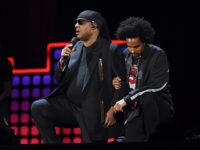 Stevie Wonder Takes Both Knees 'For America' During Global Citizen Concert