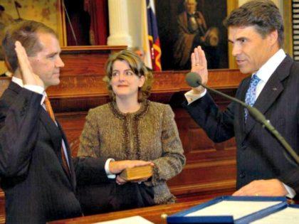 Willett Sworn In RODOLFO GONZALEZ AP