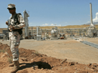 DOHUK, IRAQ, MAY 31: An Iraqi Kurdish soldier stands guard at the Tawke oil field near the town of Zacho on May 31, 2009 in Dohuk province about 250 miles north of Baghdad, Iraq. The Iraqi autonomous region of Kurdistan began crude oil exports on June 1, 2009 for the first time from two major oil fields, piping around 90,000 barrels per day (bpd). (Photo by Muhannad Fala'ah/Getty Images)