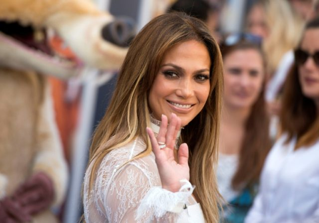Actress and singer Jennifer Lopez is to headline a concert in New York to raise funds for recent hurricane survivors