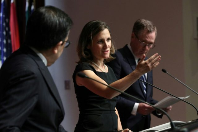 Canada's Minister of Foreign Affairs Chrystia Freeland (C), Mexico's Secretary of Economy Ildefonso Guajardo (L) and United States Trade Representative Robert Lighthizer speak on the final day of the third round of the NAFTA negotiations in Ottawa