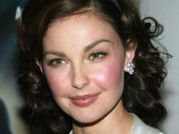 NEW YORK - JUNE 21: (U.S. TABLOIDS AND HOLLYWOOD REPORTER OUT) Actress Ashley Judd attends the New York Premiere of 'De-Lovely' at the Loews Lincoln Square June 21, 2004 in New York City. (Photo by Evan Agostini/Getty Images)