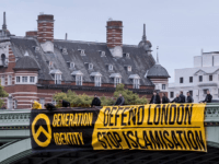 Identitarian Activists Unfurl Giant 'Defend London, Stop Islamisation' Banner on Westminster Bridge