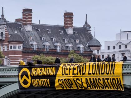 Identitarian Activists Unfurl Giant 'Defend London, Stop Islamisation' Banner on Westminster Bridge