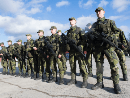 Young recruits are pictured during an inspection on March 2, 2017 at the regiment in Enkoping, 70 km north-west of Stockholm. The Swedish government today decided to reintroduce conscription, scrapped since 2010, by calling up some 13,000 men and women born 1999-2000 for selection / AFP PHOTO / TT News …