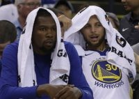 Kevin Durant and Stephen Curry (Ben Margot / Associated Press)
