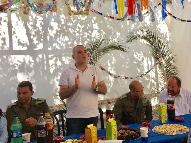 ODED REVIVI, CHIEF FOREIGN ENVOY OF THE YESHA COUNCIL ANS MAYOR OF EFRAT ADDRESSING ISRAELIS AND PALESTINIANS IN HIS SUCCAH