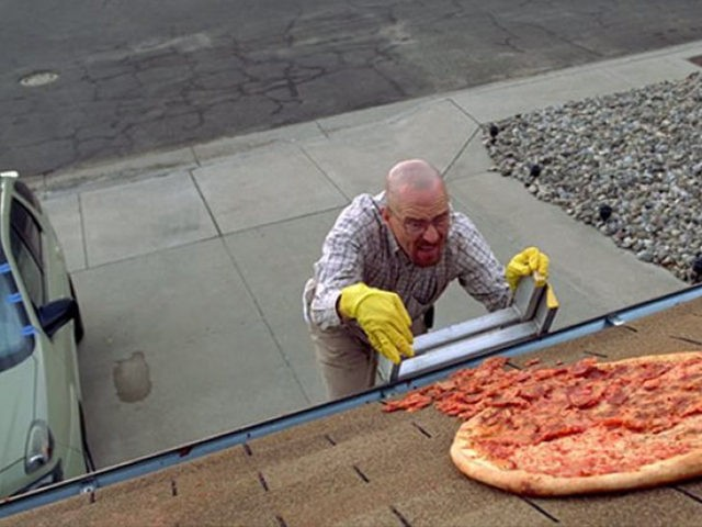 breaking-bad-walt-pizza-roof
