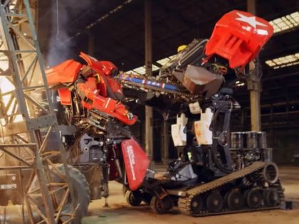 U.S. and Japan Square Off in World's First Giant Robot Fight