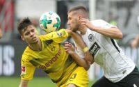 Frankfurt midfielder Mijat Gacinovic (R) vies with Dortmund midfielder Julian Weigl (L) during their match in Frankfurt am Main, central Germany, on October 21, 2017