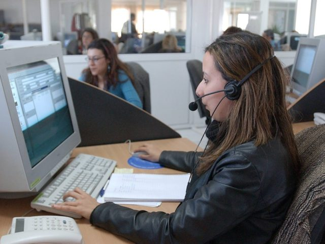 Call Center (Fethi Belaid / Getty)