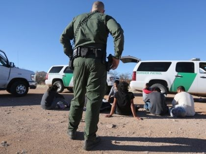 Border Patrol agent arrests illegal immigrants in Arizona.