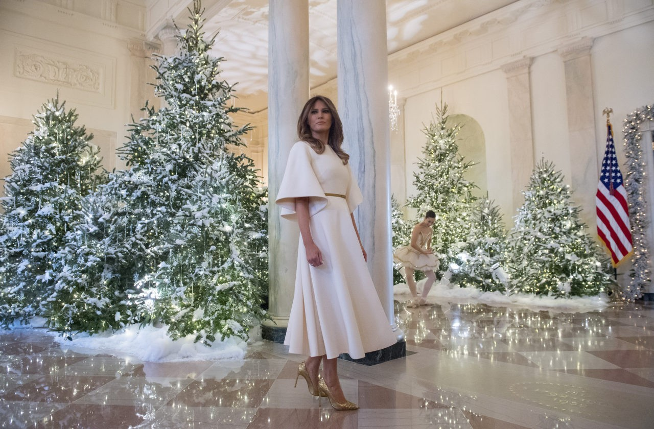39 she 39 s like an angel 39 melania trump stuns in dior for unveiling of white house christmas. Black Bedroom Furniture Sets. Home Design Ideas