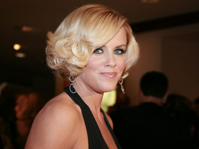 Actress Jenny McCarthy arrives at the White House Correspondents' Association dinner on April 26, 2008 in Washington, DC. (Photo by Nancy Ostertag/Getty Images)