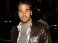 NEW YORK - SEPTEMBER 9: Actor Jeremy Piven arrives to the Tommy Hilfiger show during Olympus Fashion Week Spring 2005 in Bryant Park September 9, 2004 in New York City. (Photo by Scott Gries/Getty Images)