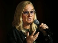 Melissa Etheridge Drops Out of SiriusXM Show to Protest Steve Bannon