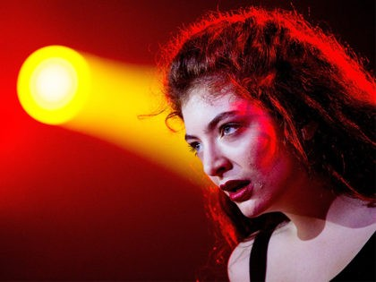 SAO PAULO, BRAZIL - APRIL 05: Lorde performs on stage during the 2014 Lollapalooza Brazil at Autodromo de Interlagos on April 5, 2014 in Sao Paulo, Brazil. (Photo by Buda Mendes/Getty Images)